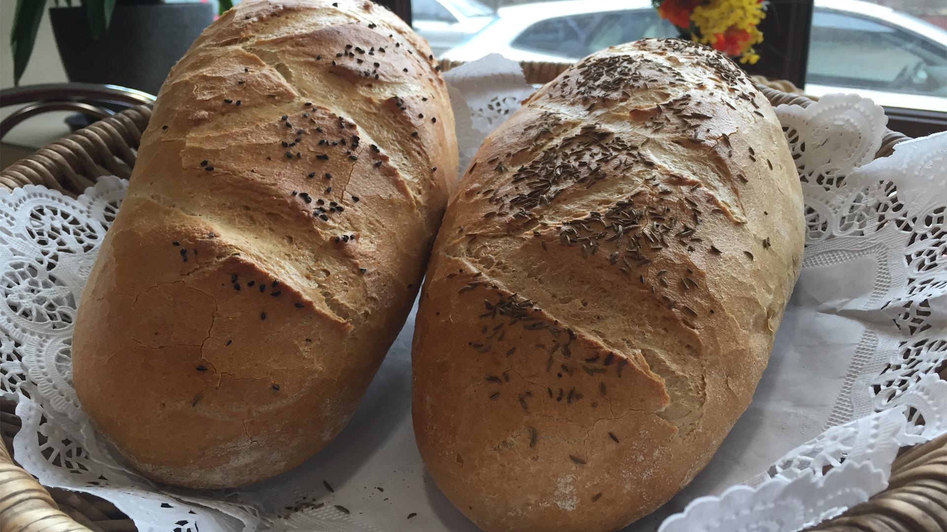 Chleb z czarnuszką lub kminkiem